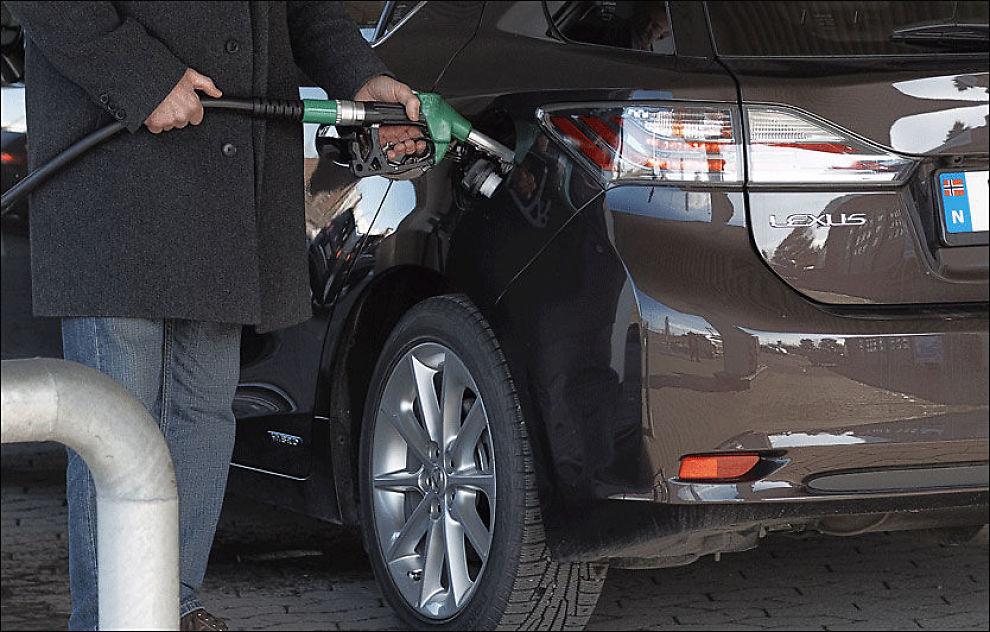 Bilderesultat for bensin og bil