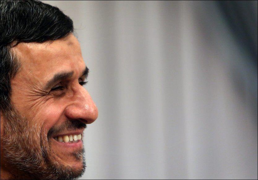 HARD HÅND: Irans president Mahmoud Ahmadinejad har verdens øyne rettet mot seg. Foto: AFP
