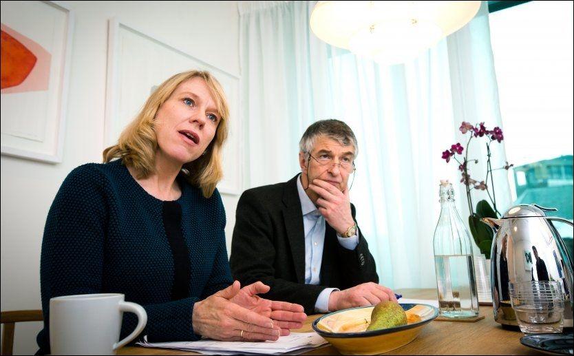 SVINDELJAKT: - Vi kan ikke basere velferdsstaten utelukkende på tillit. Det må være økt grad av kontroll, sier arbeidsminister Anniken Huitfeldt (Ap). Her er hun sammen med NAV-direktør Joakim Lystad. Foto: FOTO: JAN PETTER LYNAU/VG