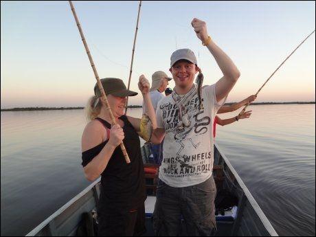 BRASIL: Nathalie Torgersen og André Mosengen fisker piraja i Pantanal i Brasil i august 2012. FOTO: Privat