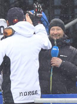LEGENDEMØTE: Kjetil André Aamodt gratulerer Aksel Lund Svindal med gull i utfor. NRK-eksperten mener Svindal allerede har opparbeidet seg legendestatus i alpinsporten i en alder av 30 år. Foto: Daniel Sannum Lauten/VG