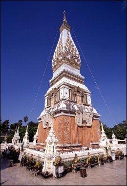 RELIGION: Nakhon Phanom er et mål for mange buddhister. Foto: Michael Töpffer