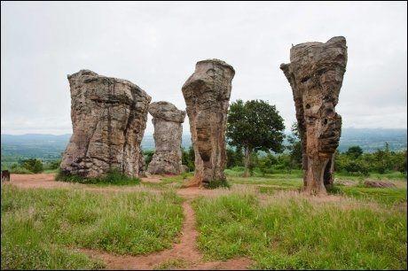 IKKE ENGLAND: Mo Hin Khao er et underverk, men ikke det Stonehenge nordmenn flest kjenner. Foto: Michael Töpffer