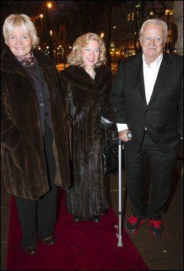 SKUELYSTNE: Toppen Bech (t.v.), Margaretha Østern (i styret på Nationaltheatret) og Håkon Langballe. Foto: KRISTIAN HELGESEN