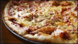 DAGENS PIZZA med skinke, 105 kr.