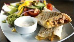 KYLLINGFAJITAS med salat, 149 kr.