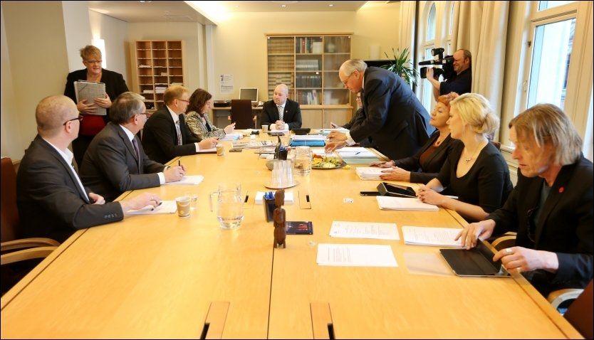 MØTTES: Kontroll- og konstitusjonskomiteen samlet seg tirsdag ettermiddag for å bli enige om sin innstilling til Stortinget etter høringene om 22.juli. Foto: Scanpix