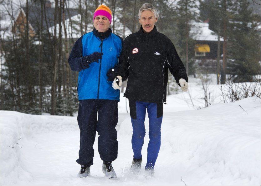 REDD FOR Å MISTE LIVSGLEDEN. Døvblinde Harald Vik (69) lever og ånder for timene ute i friluft sammen med tolkene sine. VG møtte han hjemme i Drammen i kveld, sammen med tolk og ledsager Ivar Wigaard.