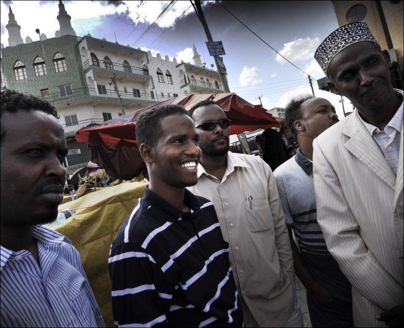 VIL HJEM: Mohamed Ali (nummer to fra venstre) har bodd i Kenya mens borgerkrigen raste i hjemlandet Somalia. Nå vil han tilbake. Også norske somaliere blir bedt om å hjelpe til i dugnaden.