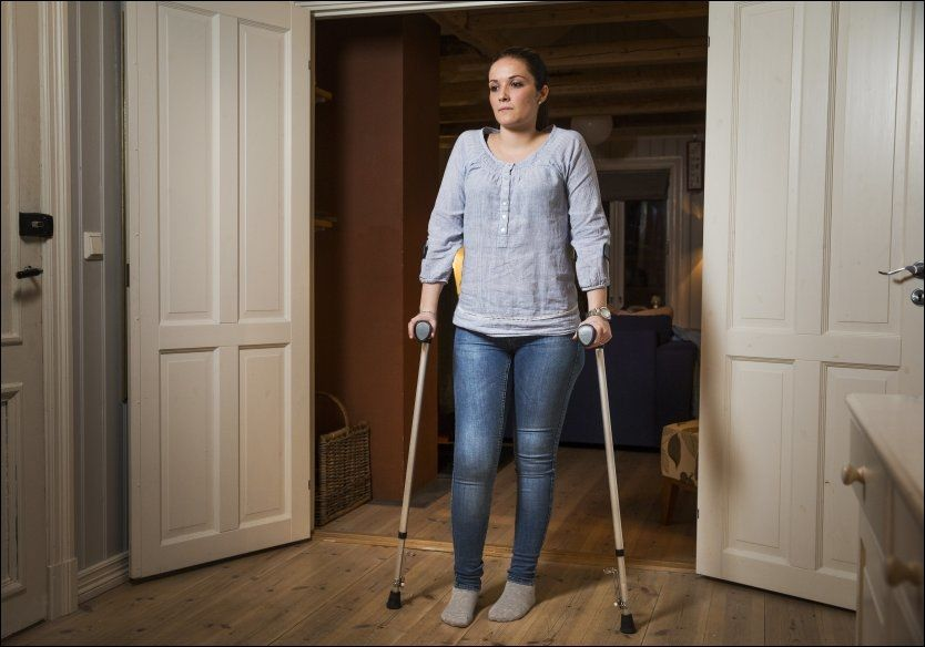 UTSATT OPERASJON: Silje Gangnes er en av flere som må utsette kneoperasjonen sin etter at Legevaktens operasjonsstuer måtte stenge. Foto: Frode Hansen, VG