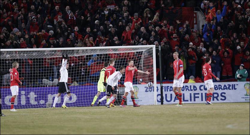 JUBEL: Her feirer Albania scoringen mot Norge på Ullevaal fredag kveld. FOTO: Daniel Sannum Lauten