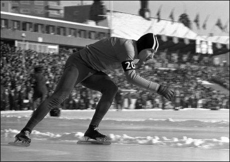 I NORGE: Kees Verkerk i svingen på Bislett stadion under VM på skøyter i 1970. Foto: NTB Scanpix