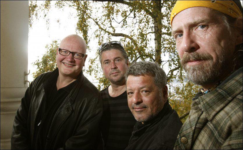 BEKYMRET: Bandmedlemmene Frode Alnæs, Bjørn Jensen og Øivind Elgenes er bekymret for Yngve Moe (nummer to fra venstre). Foto: TERJE BENDIKSBY/ NTB SCANPIX