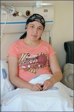 GOD HELSE: To uker ut i svangerskapet er Derya Serts helse god, ifølge hennes lege Mustafa Unal. Bildet er tatt før livmortransplantasjonen i 2011. (Foto: AFP)