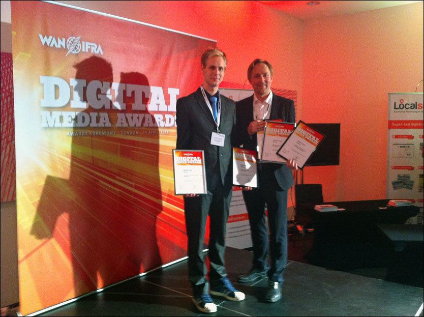 VINNERE: Utvikler i VG, Espen Hovlandsdal, tok i mot prisene sammen med sin kollega, journalist Rune Thomas Ege. FOTO: Arne Jensen