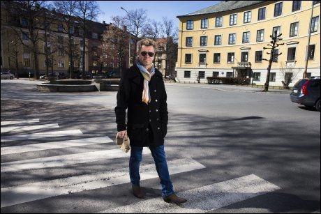 NESTEN ABBEY ROAD: Magne Furuholmen gjør som The Beatles på coveret til albumet Abbey Road. Snart er han på vei til det berømte Beatles-studioet for å lage filmmusikk. Foto: Frode Hansen