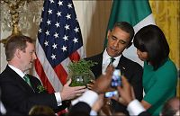 Se Obamas gavedryss: Bambussykkel, sprit og en iPod