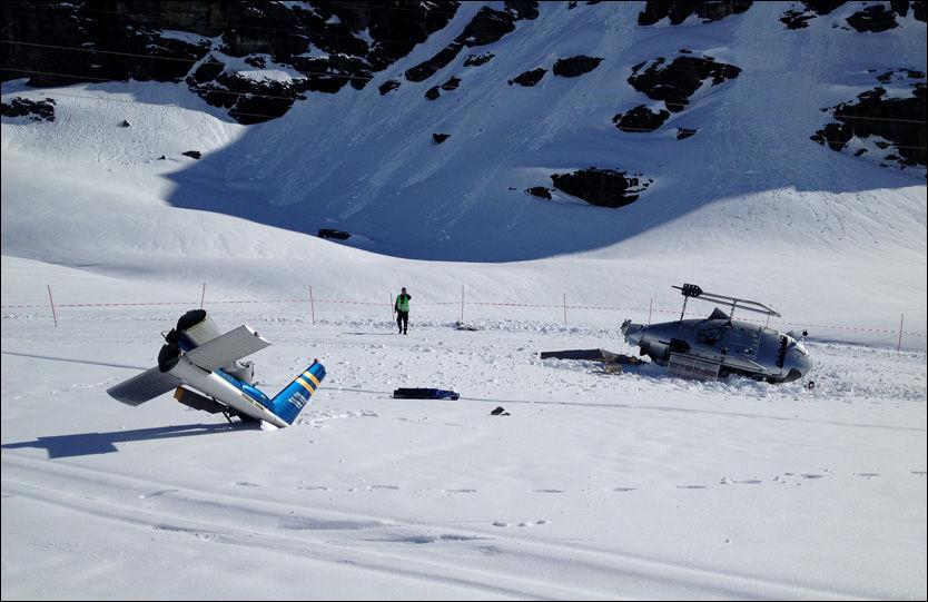STORE SKADER: Helikopteret ble delt i to da det styrtet i toppen av skianlegget i Røldal. Ingen av de fem involverte ble skadet i styrten. Foto: ELLING SVELA/FÆDRELANDSVENNEN