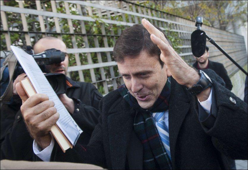 MOT ANKE: Den famøse dopinglegen Eufemiano Fuentes ble dømt til ett års betinget fengsel for å ha satt sine klienters liv i fare. Nå antyder den spanske påtalemyndigheten at de kommer til å anke avgjørelsen. Foto: AFP PHOTO/ DANI POZO