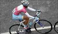 Nibali beholdt rosa i snøværet