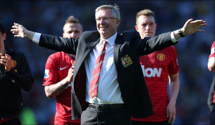HYLLET: Alex Ferguson ledet Manchester United for siste gang etter 26 år som manager for «de røde djevlene». 71-åringen ble hyllet både før, underveis og etter kampen. Foto: NTB Scanipx