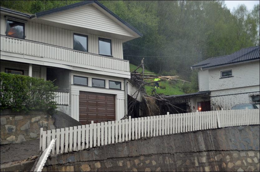 USKADET: I dette huset i Sel kommune på Otta befant en person seg da jordraset traff. Han kom seg uskadet ut. Foto: Bjørn Brandt/Avisa Norddalen
