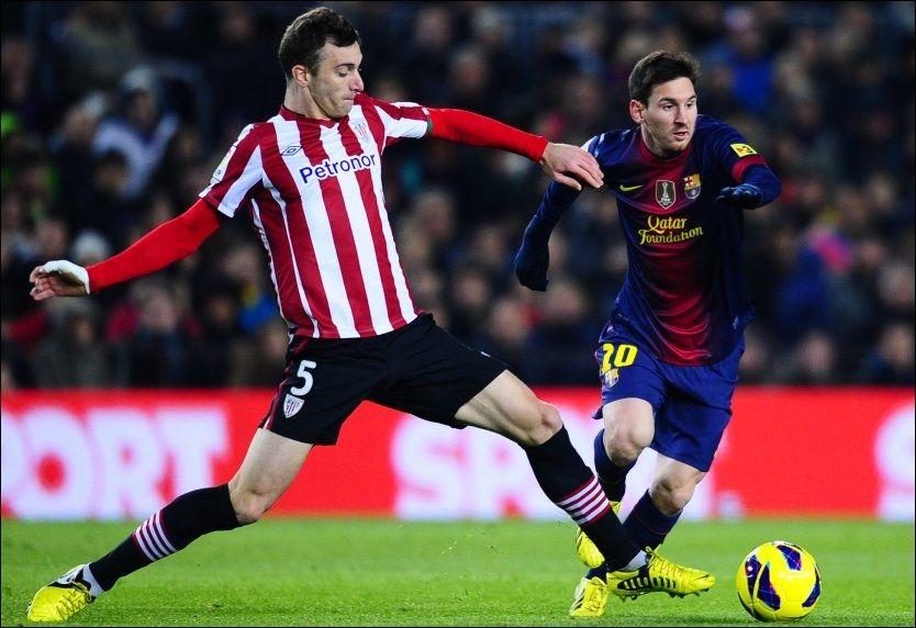 BOSMANSPILLER: Fernando Amorebieta (t.v.) - her i duell med Lionel Messi - er klar for Fulham. Venzuelaneren er bosmanspiller, og kommer vederlagsfritt fra Athletic Bilbao. Foto: AP Photo/Manu Fernandez