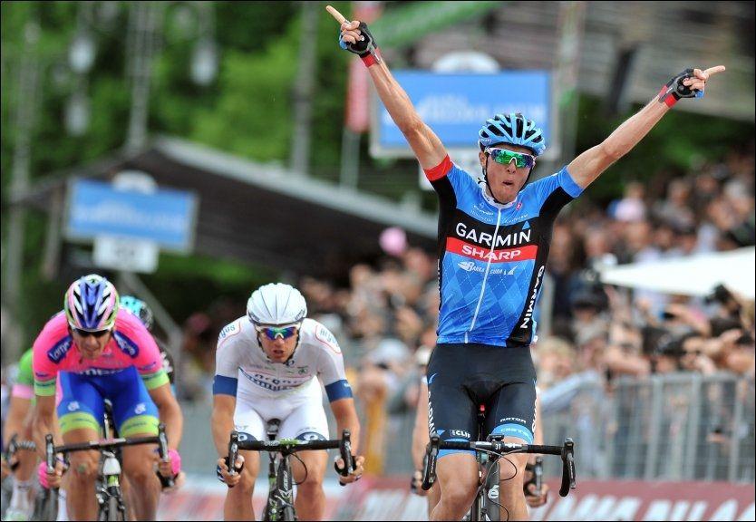 JUBLET FOR TIDLIG: Ramunas Navardauskas trodde han jublet for etappeseier, men fikk trolig raskt vite at det var spurten om annenplassen han vant. Foto: AP Photo/Gian Mattia D'Alberto