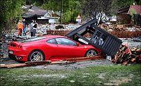 Ferrarien kastet 20 meter nedover elven
