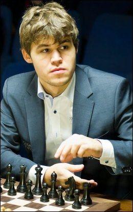 SJAKKVENNER: Magnus Carlsen ble kjent med Hans Olav Lahlum som ung tenåring og sjakktalent. Foto: OLE CHRISTIAN STRØM