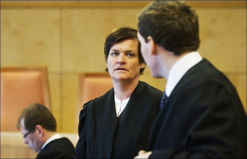 MILD: Forsvarer Mette Yvonne Larsen mener Øygard må straffes med fengsel under ett år. Foto: Roger Neumann