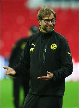 STERKE, MEN STERKE NOK?: Dortmund-trener Jürgen Klopp under lagets trening på Wembley fredag. Foto: Getty Images