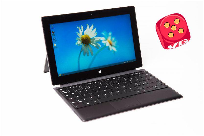 ULV I FÅREKLÆR: Microsoft Surface Pro er ikke et tungt nettbrett, men en lett PC. Foto: FRODE HANSEN