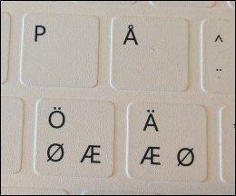 SKANDINAVISK FORBRØDRING: Begge tastatur-variantene har nordiske tegn - men hvilken tast er Æ og hvilken er Ø, mon tro? Dette er det tynneste tastaturet, som også fungerer overraskende godt. Foto: ØYVIND ENGAN