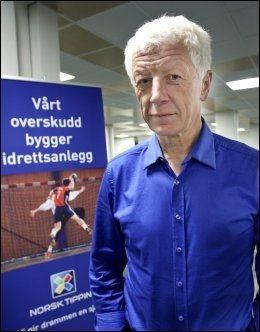KRITISK: Direktør for kommunikasjon og strategi i Norsk Tipping, Einar Busterud, mener kjendiser må tenke over sin egen rolle før de inngår avtaler med utenlandske spillselskap. Foto: Geir Olsen