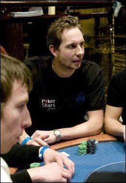 POKERSTAR: Komikeren og skuespilleren Morten Ramm representerte spillsiden PokerStars.com under poker-NM i Riga i 2010. Foto: Robert S. Eik