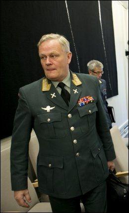 SØTTER UD: Forsvarssjef Harald Sunde mener norske soldater føler en stor lettelse over at det nå kan bli en fredsprosess i Afghanistan. Foto: Gorm Kallestad / NTB scanpix