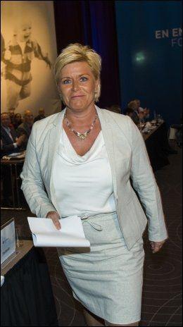 STØTTER ELLINGSEN: Siv Jensen (Frp) mener UD gikk over streken da Taliban ble invitert til Norge. Foto: Terje Bringedal