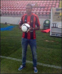 I PORTUGAL: Liban Abdi spilte forrige sesong i portugisiske Olhanense. Foto: Privat