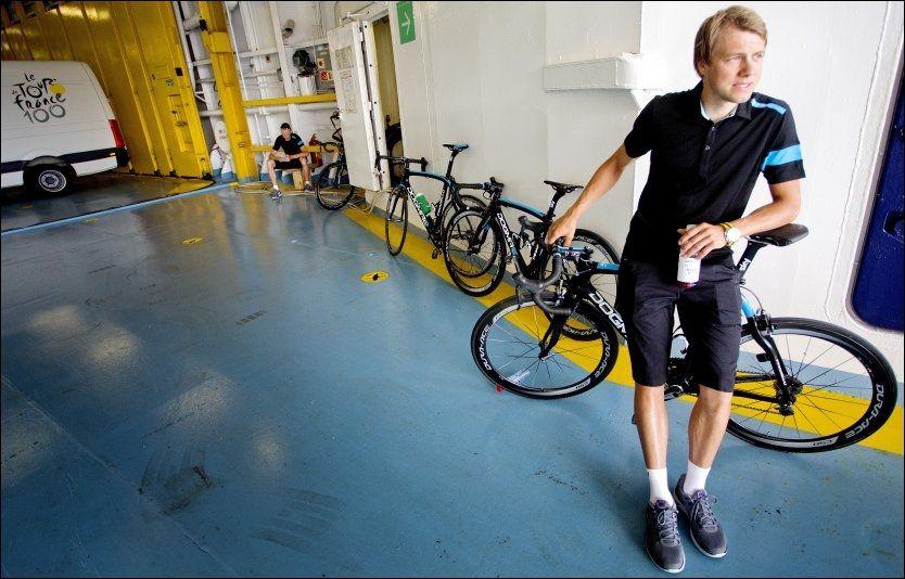 KJENNER PRESSET: Edvald Boasson Hagen møtte på pressekonferanse med Team Sky på Korsika torsdag. Der måtte han blant annet svare på spørsmål om laget hans har sviktet ham. Foto: Daniel Sannum Lauten, VG