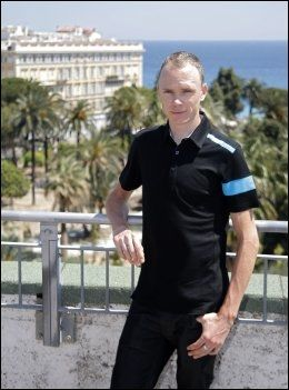 I SENTRUM: Chris Froome er den store favoritten før Tour de France sykles i gnag på Korsika. Foto: Lionel Cironneau, AP
