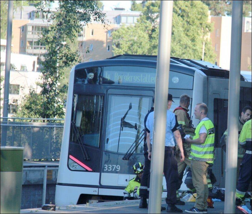 ULYKKE: 17-åringen havnet under vognene ved Høyenhall stasjon. Foto: Ole Christian Nordby/Eikerfoto Foto: