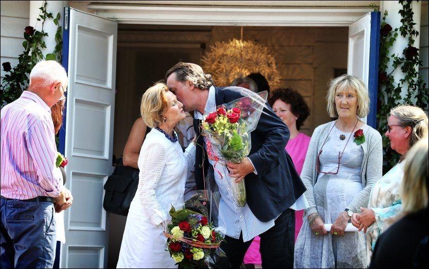 ¬FORNØYD: Dronning Sonjas læremester Kjell Nupen var med på åpningen lørdag, sammen med sin kone Aino. Han og dronningen har samarbeidet i flere år, og Nupen skryter av eleven.