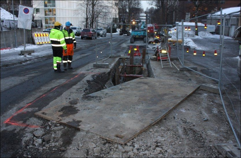 TIRPITZ-PLATER: Minst én «Tirpitz»-plate eksisterer fortsatt og brukes til å tette igjen hull i Oslos gater. Foto: EIRIK AUDUNSON SKAAR