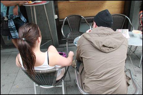 SÅ MANGE NYE: Halvparten av ungdommene som kommer inn til Legevakten i Oslo på grunn av rus, kommer utenbys fra. I forbindelse med en reportasje i VG om høysesong for «narkoturister» i fjor sommer fortalte de rusavhnegige ungdommene «Ole» og «Trine» at de stadig får øye på nye ansikter i miljøet. Foto: Bjørn-Martin Nordby/VG