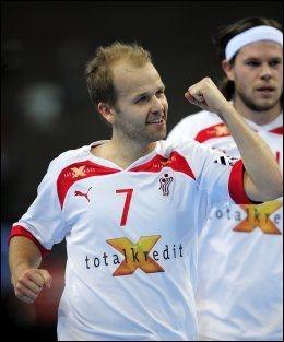 TIL NORGE: Den danske landslagsprofilen Anders Eggert er blant spillerne som kommer til Norge for å hylle Johnny Jensen i kveld. Foto: AP