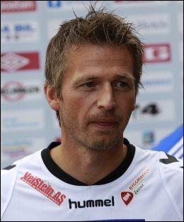 FORTJENER HYLLESTEN: Geir Erlandsen mener Johnny Jensen fortjener den hyllesten han kan få - når han i kveld spiller sin siste håndballkamp. Foto: Lise Åserud, NTB Scanpix