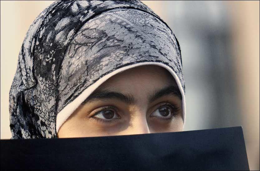 HODEPLAGG: - Jeg er en stolt norsk kvinne som lever et liv basert på mine egne valg. Det å bære hijab er ett av disse plaggene, skriver kronikkforfatteren. Foto: NTB SCANPIX