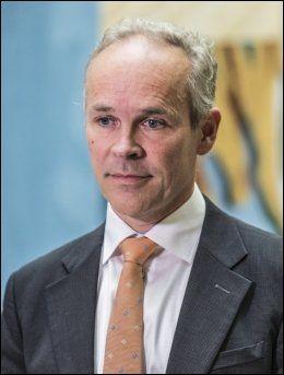 ALVORLIG: Høyres 1. nestleder Jan Tore Sanner har i helgen sittet i møter med politikeren som ble avslørt for å ha spredd bilder av unge jenter. Foto: STIAN LYSBERG SOLUM / NTB SCANPIX