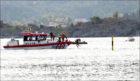 SØKTE: Store redningsmannskaper rykket ut til Bærøfjorden utenfor Kragerø natt til lørdag. De døde ble funnet onkring et døgn senere. Foto: Alf Øystein Støtvig, VG